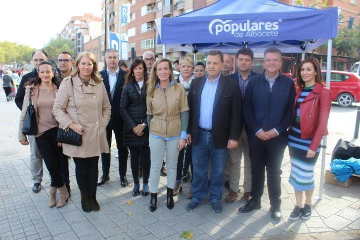"""Carmen Navarro y Manuel Serrano (PP) hacen un llamamiento para sumar votos como """"única alternativa posible al PSOE de Sánchez"""""""