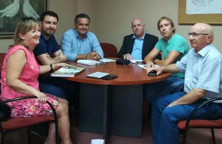 Comparsas de 'los pueblos de la pólvora' trasladan sus demandas al senador Manuel Miranda (PSOE)