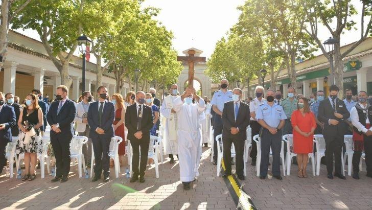 Cabañero asiste al homenaje a la patrona de Albacete en el día en el que se habría celebrado la tradicional Ofrenda de Flores