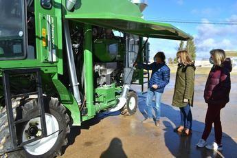 El ITAP de la Diputación de Albacete adquiere una nueva cosechadora para la experimentación en sus campos