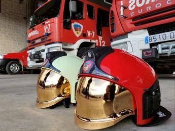Los bomberos de la Diputación de Albacete ya disponen de 225 nuevos cascos más ergonómicos y funcionales