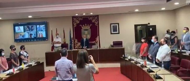 El pleno municipal de Albacete guardó un minuto de silencio en memoria de María Isabel de la Rosa