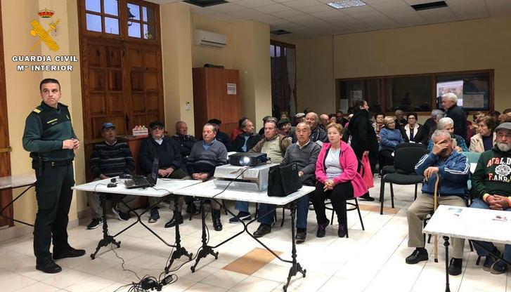 La Guardia Civil de Albacete informa a 1.000 mayores sobre el 'Plan Mayor de Seguridad'