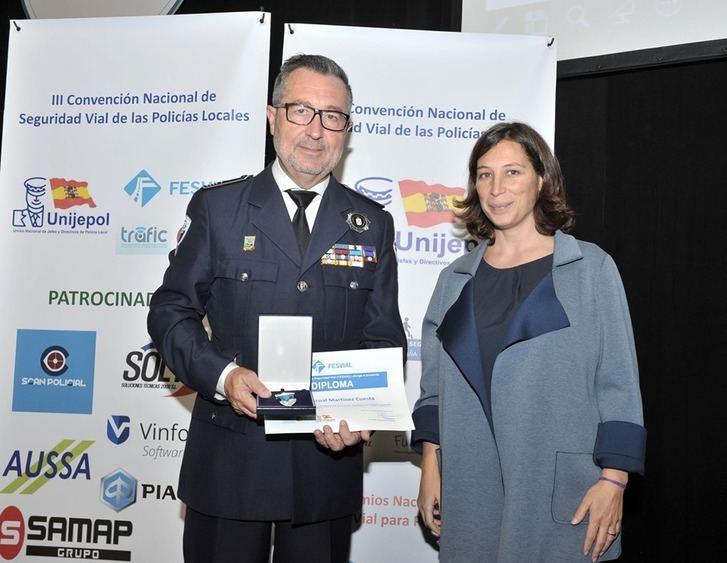 El Intendente Jefe de la Policía Local de Albacete recibe la medalla al mérito de la seguridad vial