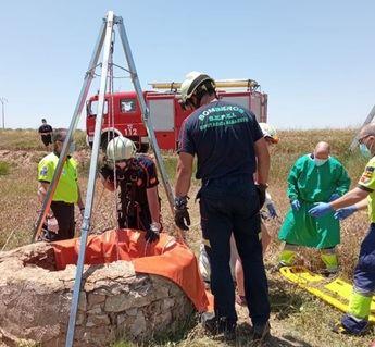 Rescatada una mujer de 55 años tras caer a un pozo de unos tres metros de altura en Montealegre (Albacete)