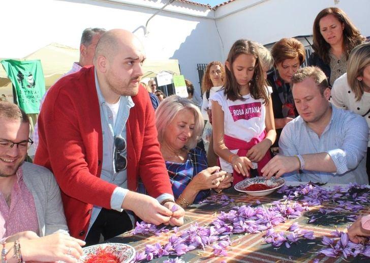 Concurso de monda y festival de folklore en Santa Ana (Albacete) con el azafrán como principal reclamo