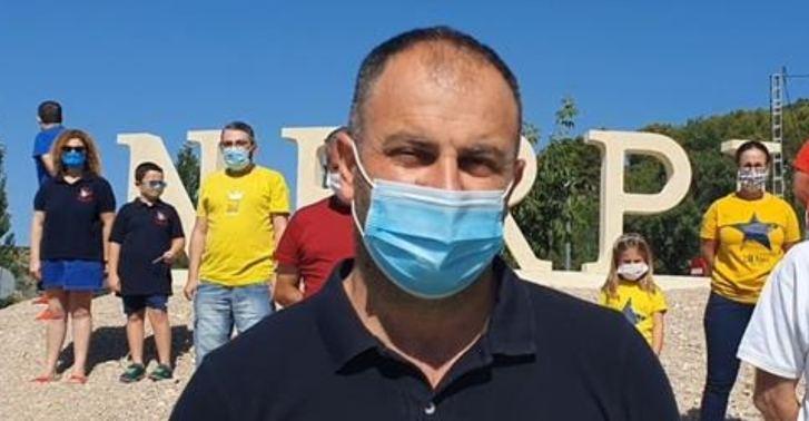 """El alcalde de Nerpio anuncia la suspensión de las fiestas arropado por las peñas: """"Una decisión que te para el corazón"""""""