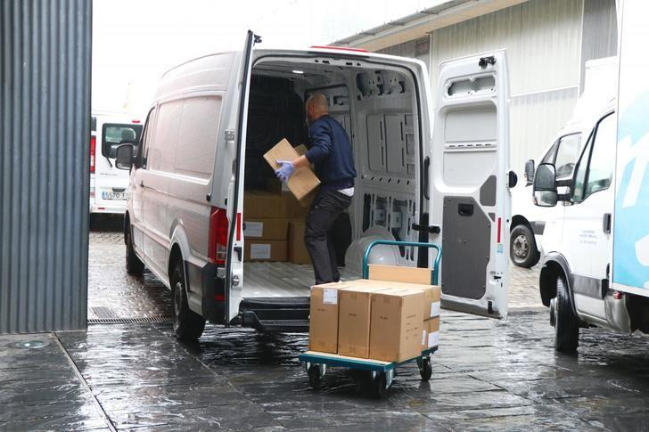 Castilla-La Mancha realiza un tercer envío con 1,4 millones de artículos de protección para los sanitarios