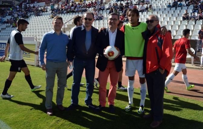 Marcial Marín felicita a los jugadores del Albacete