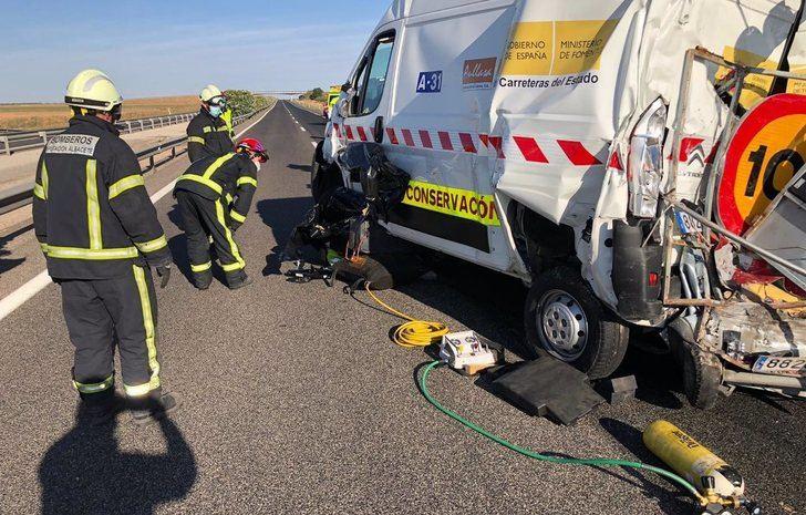 Un muerto y un herido tras la colisión de un camión y una furgoneta en La Roda (Albacete)