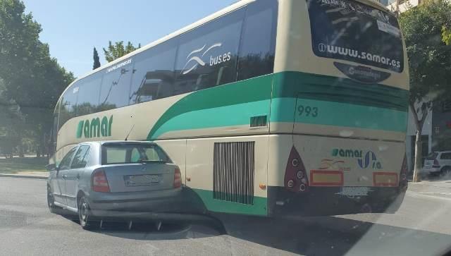 Nuevo accidente en una rotonda de Albacete, esta vez en el Paseo de la Cuba