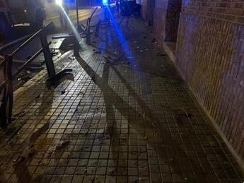 La salida de la calzada de un coche a gran velocidad en Ciudad Real acaba con 4 heridos en el hospital