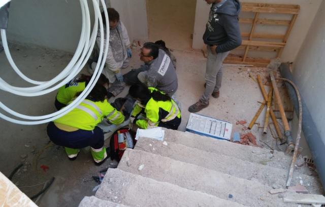 Un trabajador sufre una caída de 4 metros en una obra en construcción en la calle Hadas de Albacete