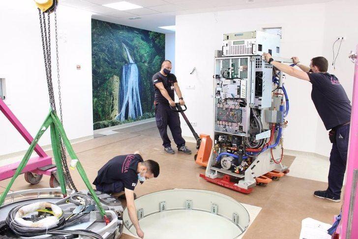 El Hospital de Albacete recibe el primer acelerador lineal para la renovación del Servicio de Oncología