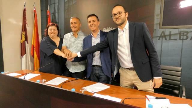 PSOE y Unidas Podemos-IU sellan el acuerdo de investidura de la Diputación de Albacete que hará presidente a Santiago Cabañero