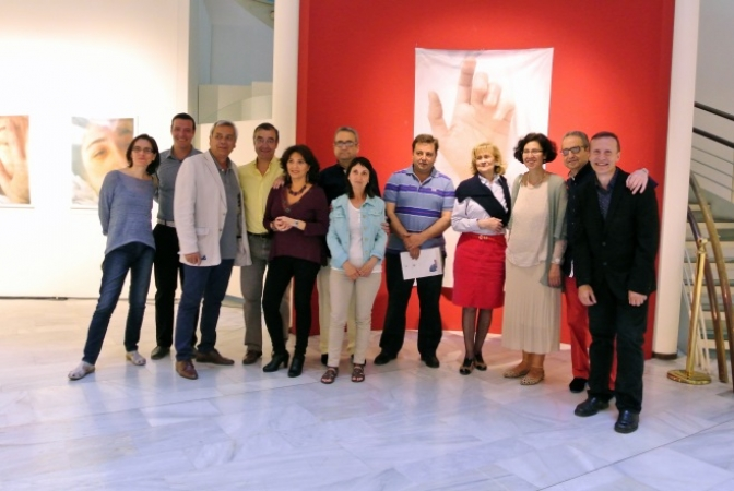 Carmen Bayod visita la exposición de María José Gómez Redondo en el Museo Municipal