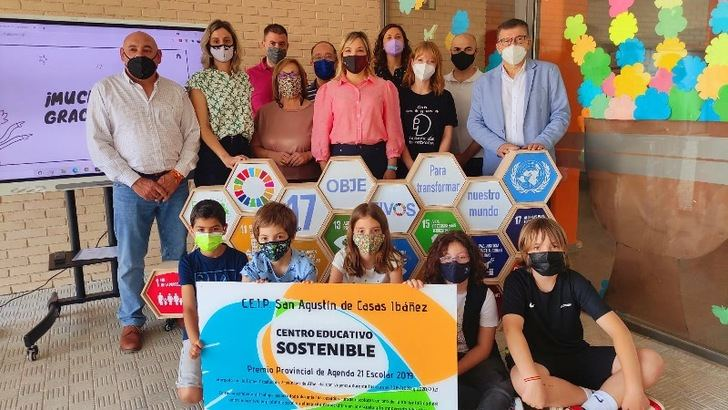 La Agenda 21 Escolar-Horizonte 2030 'salda su deuda' con el Colegio Público 'San Agustín' de Casas Ibáñez