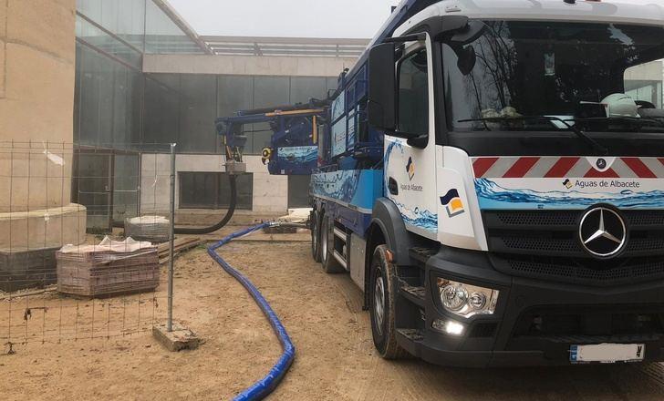 Operarios de Aguas de Albacete trabajaron junto a los Depósitos del Sol, la zona más afectada.