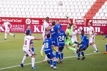 Albacete-Oviedo: El Alba no pudo con un rival que jugó más de media hora con dos menos (1-1)