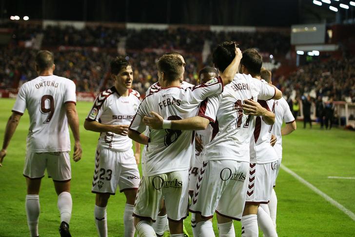 Alegría de los albaceteños tras la consecución de uno de los goles.