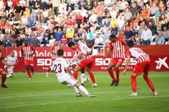 El Albacete Balompié defiende su plaza de ascenso directo ante un Deportivo con dudas