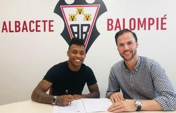 El Albacete Balompié confirma fichaje del brasileño Paulo Vitor y que Barri 'se queda'
