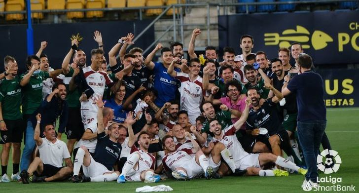 El Albacete logró la permanencia con un gol de penalti en Cádiz en el minuto 90 (0-1)