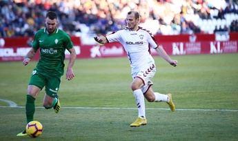 El Albacete, con un gol en fuera de juego de Zozulia, empata ante el Sporting de Gijón (1-1)