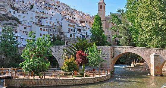 La Junta destina 718.000 euros para la recuperar el conjunto histórico de Alcalá del Júcar afectado por el desprendimiento de rocas