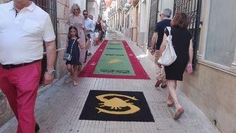 Hellín celebró este fin de semana la fiesta del Corpus, con procesión y alfombras de serrín