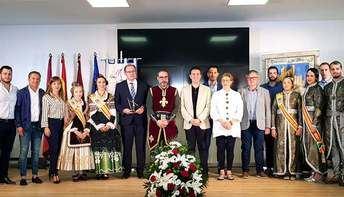 Las Comparsas de Moros y Cristianos de Almansa presenta en el stand de la Diputación de Albacete las actividades del 2019