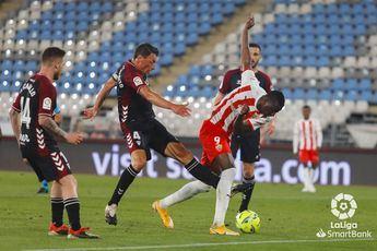 El Albacete se aferra a la esperanza y empata ante un Almería al que se le escapa el ascenso directo (1-1)