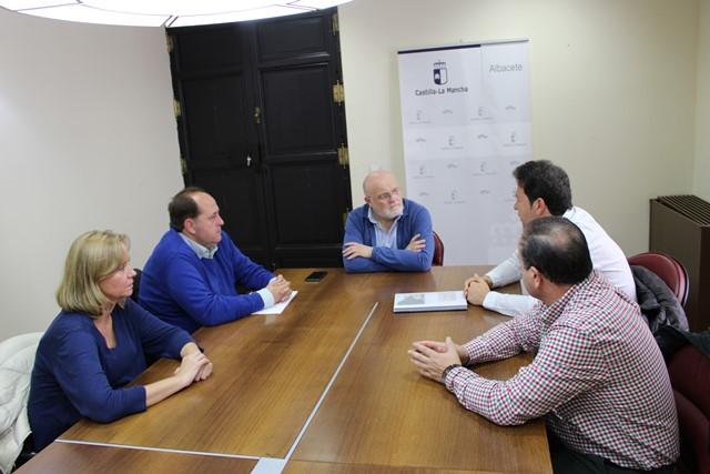 El Ayuntamiento de Ayna y la APEHT se reúnen para promocionar el turismo de la Sierra del Segura