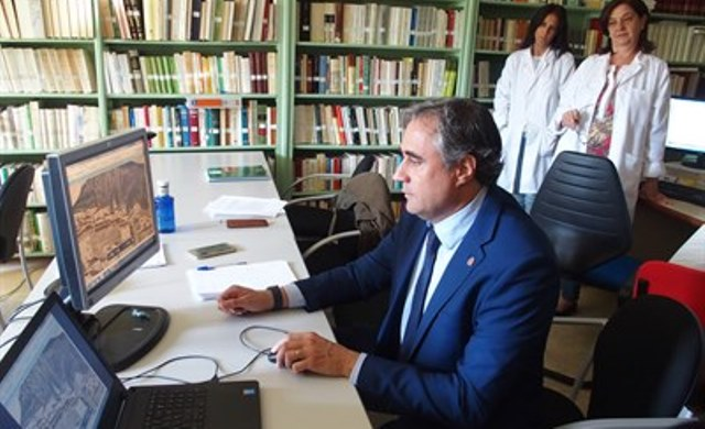 El alcalde de Cuenca sale ileso tras un accidente con su coche oficial en A-31, en Sisante