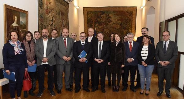Las familias numerosas de Castilla-La Mancha tendrán una app para que lleven en el móvil el carnet y agilizar así las ayudas