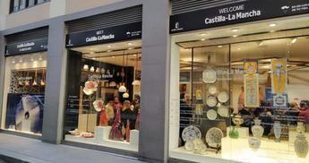 Artesanía y tradición se dan la mano para iluminar los escaparates de la Oficina de Castilla-La Mancha en Madrid