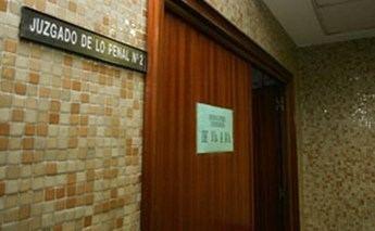 Juzgan a un hombre que estampó un pastel en la cara a dos ediles de Balazote (Albacete) por no ser seleccionado para el Plan de Empleo