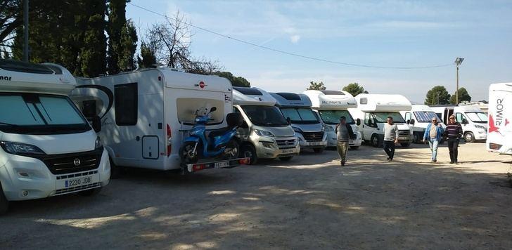 Hellín estrena la nueva área de aparcamiento de caravanas, cerca de la Lonja Municipal