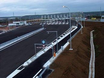 El peaje de las autopistas radiales se abarata un 30 % y será gratis de noche