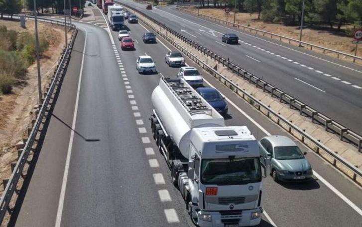 El incendio de un camión provoca el corte de la A-43 en Villarrobledo (Albacete)