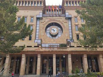 La Ayuntamiento de Albacete se ilumina de azul para hacer visible la dislexia