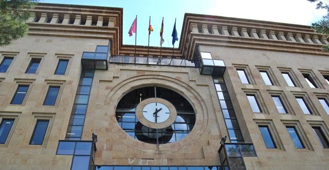 El Ayuntamiento de Albacete decreta luto oficial y deja a media asta sus banderas, por el coronavirus