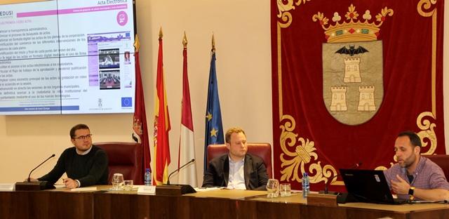 El Ayuntamiento de Albacete quiere animar a los ciudadanos a seguir los plenos municipales