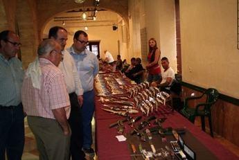 Más de 24 expositores de toda España en la II Feria de Cuchillería Artesanal celebrada en Villarrobledo