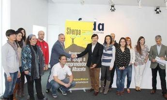 Los emprendedores del programa Sherpa 2014, de FEDA y Diputación, exponen sus proyectos durante el jueves
