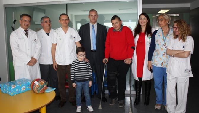 El Área Integrada de Albacete premia a dos niños por su fuerza y valentía para afrontar su enfermedad
