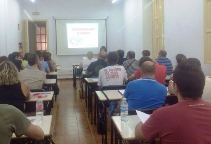 CCOO forma en Albacete a 50 alumnos en higiene y manipulación alimentaria para que puedan trabajar en la Feria de Albacete