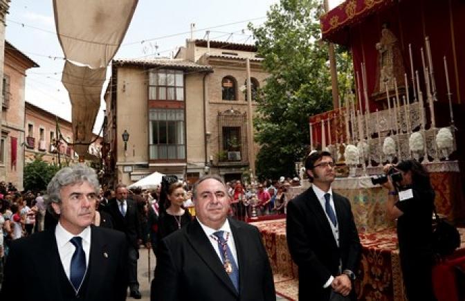 Lleno en Toledo para presenciar el Corpus a pesar de la coincidencia con la proclamación de Felipe VI y el calor