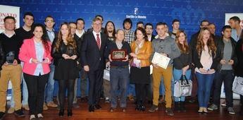 Los participantes del Campeonato 'Castilla-La Mancha Skills', dos de ellos de Albacete, con el consejero de Educación