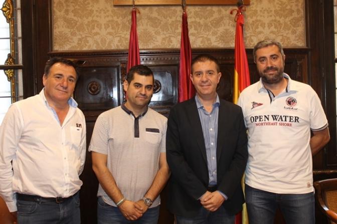 La nueva directiva de los hosteleros de Albacete da a conocer sus proyectos al presidente de la Diputación